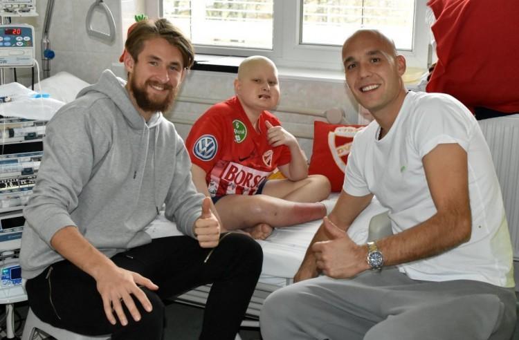 Beteg gyereknek adtak lelkierőt a DVTK focistái