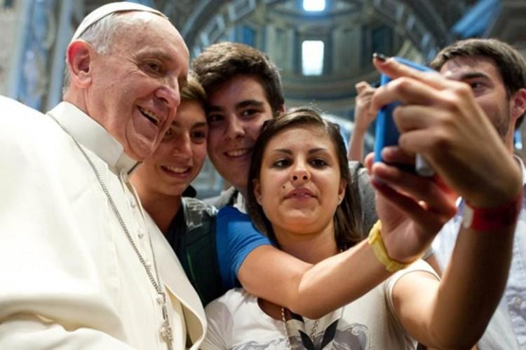 Papi pedofília - árnyékként vetül a Vatikánra