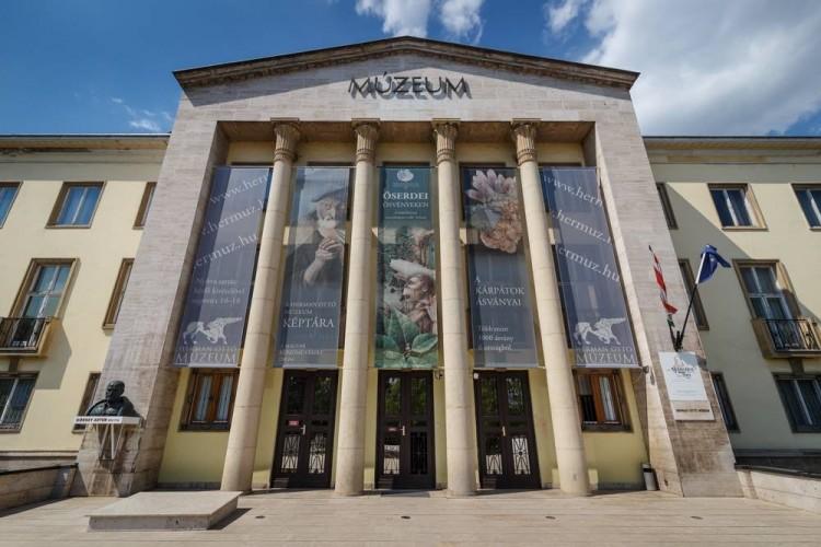 Kutatóként folytatja a miskolci múzeumigazgató