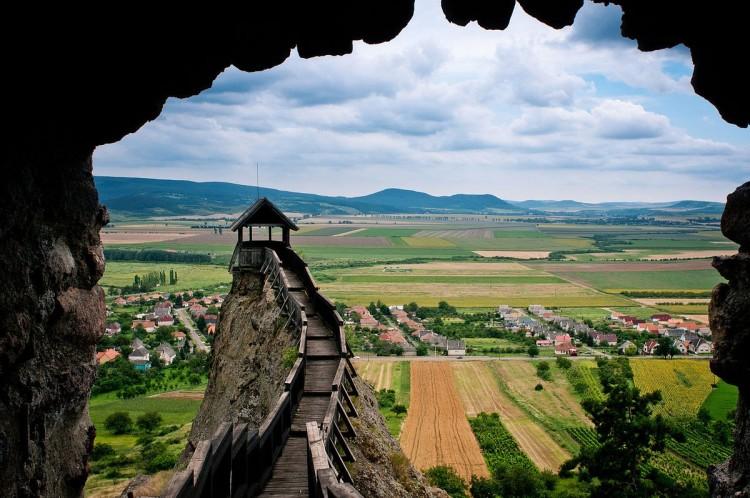 Tovább szépül a sziklára épült lovagvár