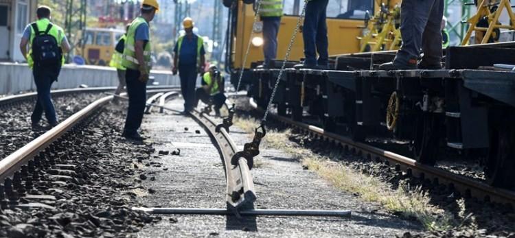 Tíz hónap pótlóbuszozás vár a Miskolc felé vonatozókra