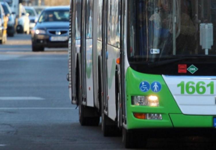 Busszal ütközött egy autó Miskolcon