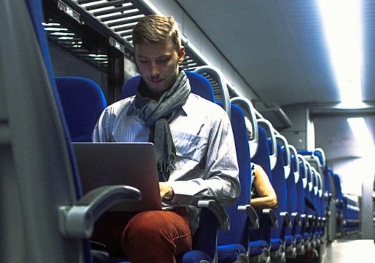 MÁV: gyorsabb lesz az internet a vonatokon
