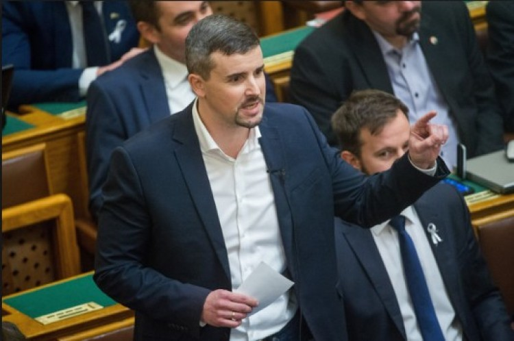 A Jobbik erős miskolci embere Brüsszel felé kacsintgat