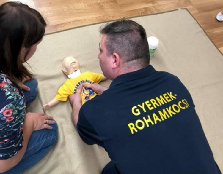 Gyermekek életének megmentésére tanítanak Miskolcon