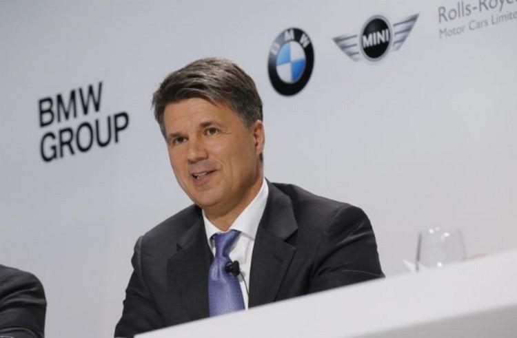 Nagy nyomás alatt a BMW-főnök