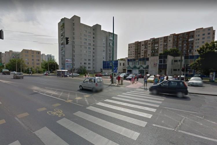 Távhővezetéket cserélnek az egyik miskolci utcában