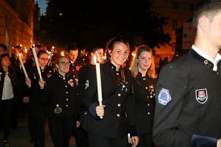 Fáklyákkal vonultak a diákok Miskolcon