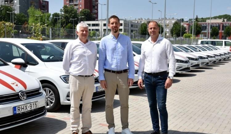 Új autókat kapnak a miskolci futballisták