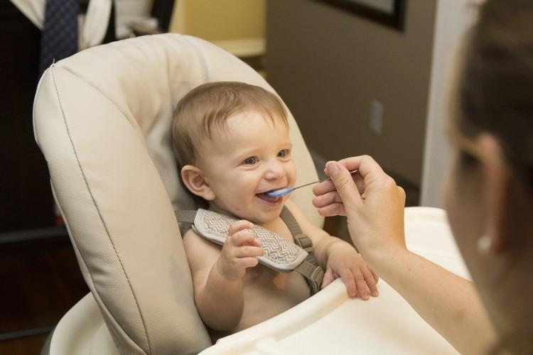 WHO: túlcukrozzák a bébiételeket, de más baj is van