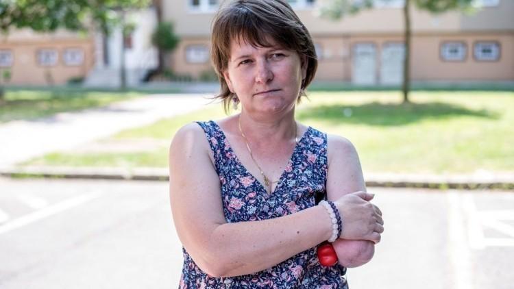 Elárverezték a tiszaújvárosi, munkahelyi balesetben karját elvesztő nő házát