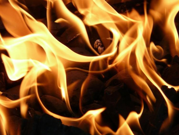 Tűz ütött ki egy mezőkövesdi telepen