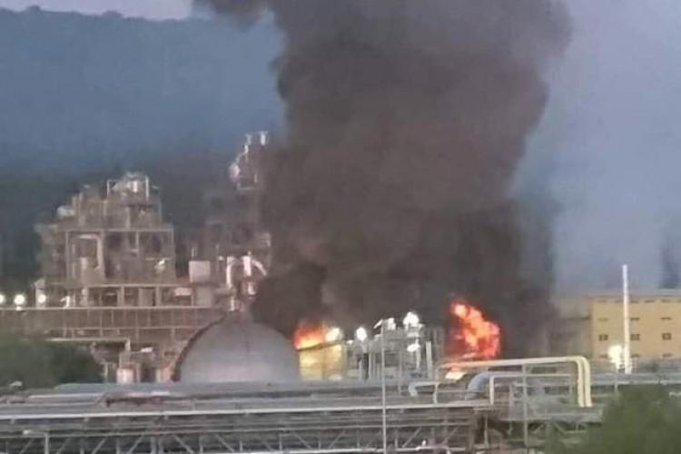 Hatalmas lángok csaptak fel a BorsodChem telephelyén