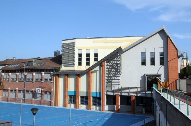 Átadták az új iskolai sportközpontot Miskolcon