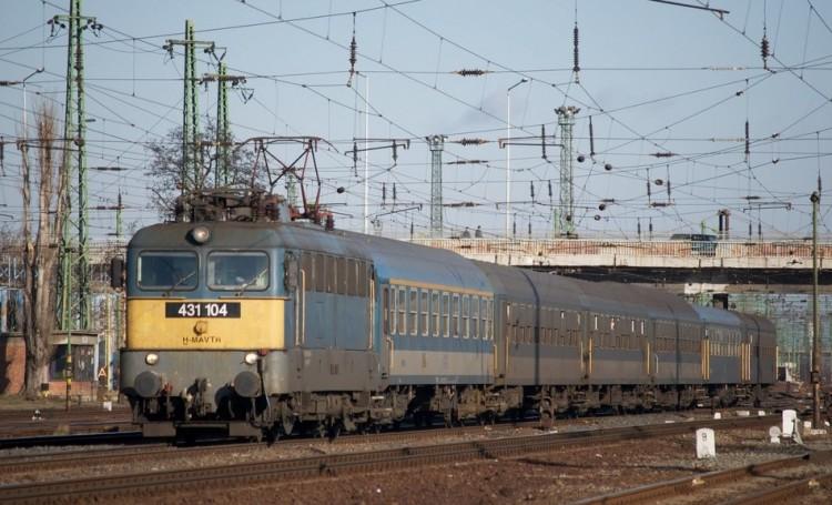 Gázolás miatt késik a vonat a miskolci vonalon