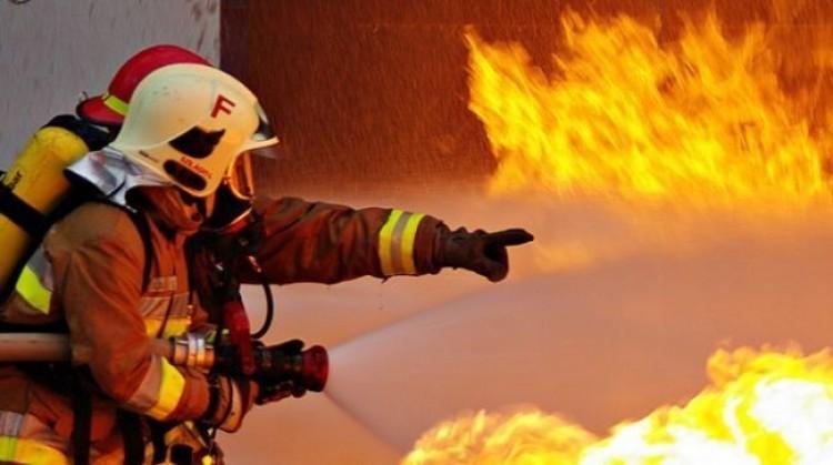 Lángokban áll egy boldogkőváraljai családi ház