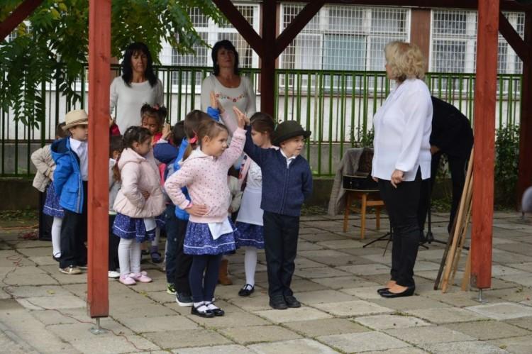 Az ózdi gyerekek az óvoda udvarán vigadtak