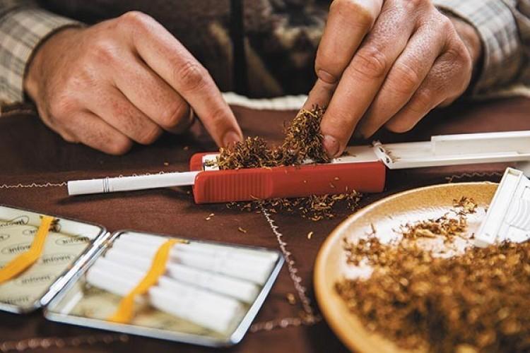 Gumiabroncsokba rejtették a dohányt Ózdon