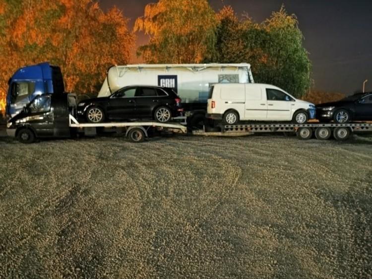 Három autót vontatott a román sofőr