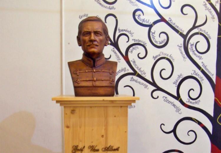 Karácsony nácinak nevezte az írót, akinek szobra van Miskolcon