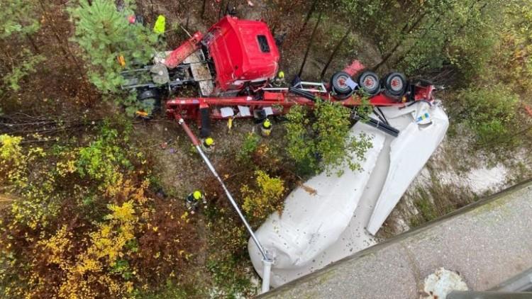 A kamionosok kürtszóval emlékeznek a mélybe zuhant borsodi kollégájukra