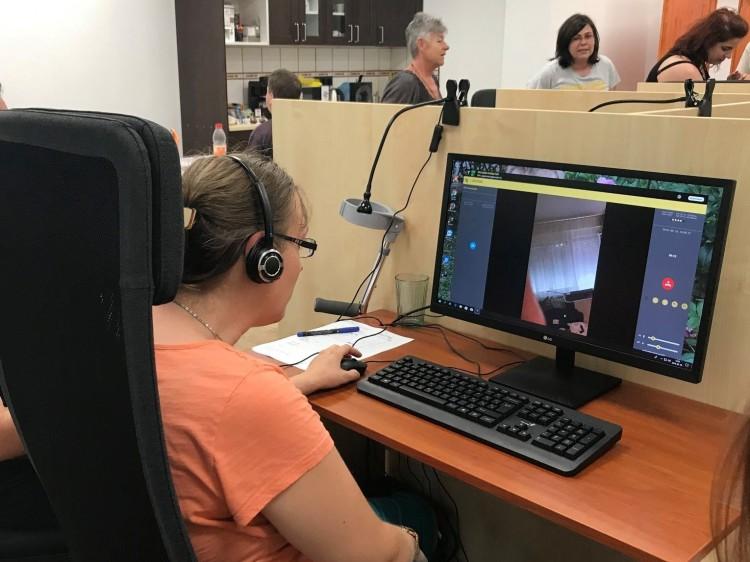 Távszem: mobilos segítség látássérülteknek