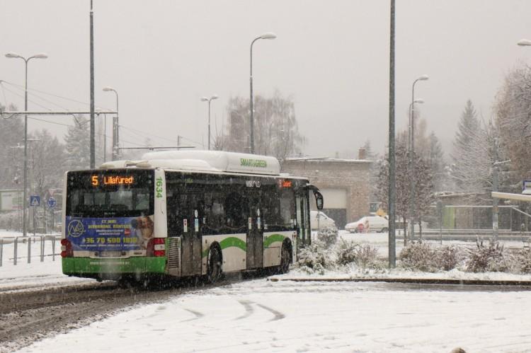 Havazás: keresztbe fordult az úton egy miskolci busz
