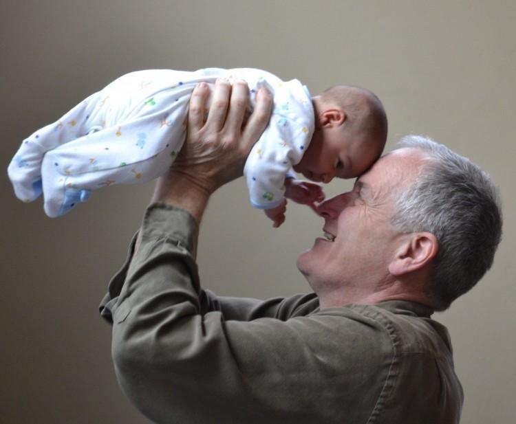 Megszavazhatják a nagyszülőknek járó gyermekgondozási díjat