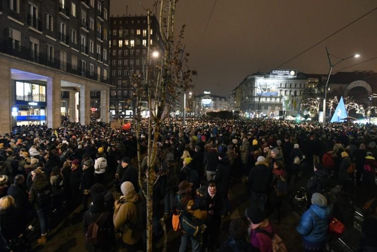 Tüntetés Budapesten: a színpad nem a politikusoké!