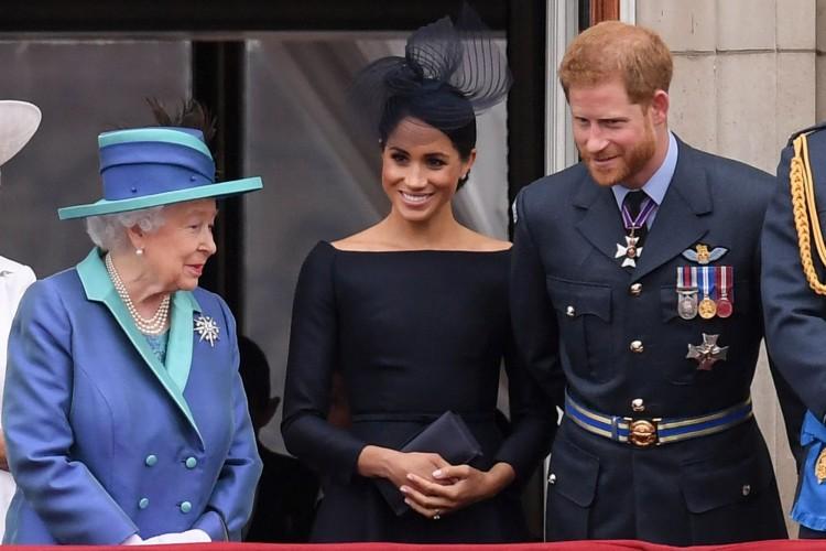 Engedélyezte Harry és felesége önállósodását II. Erzsébet