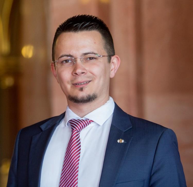 """Fidesz: mennyibe kerül Janiczak """"privát szórakozása"""" az ózdiaknak?"""