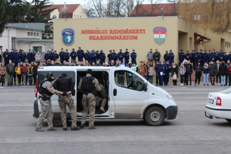 Utánpótlást keres a rendőrség Miskolcon