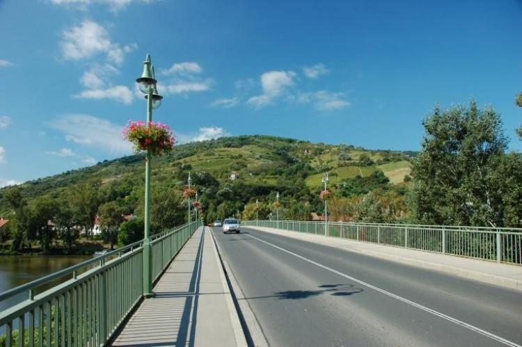Csúszik a hídfelújítás Tokajban