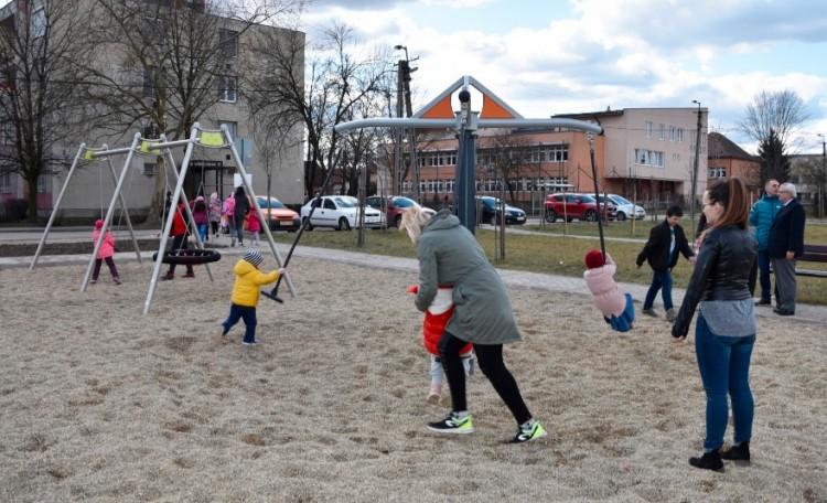Új játszótéren szórakozhatnak a sajószentpéteri gyerekek