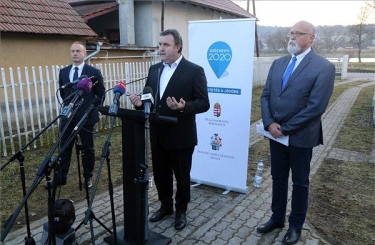 Palkovics: legyenek biztonságban az ózdi munkavállalók