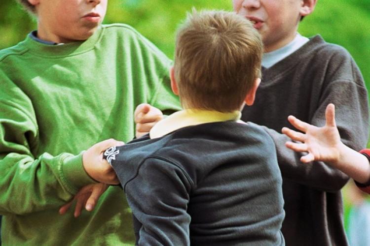 Anya és fia bántott egy szikszói tanulót. Az iskolában!