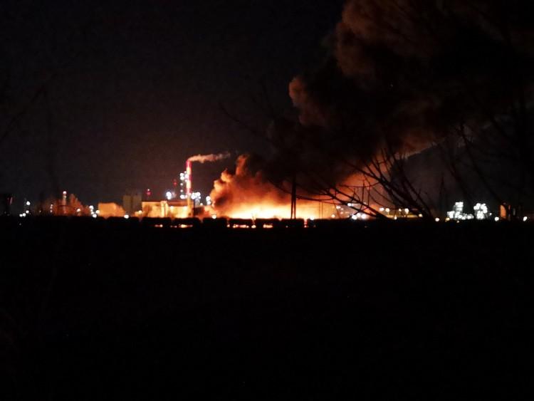 Hatalmas tűz Tiszaújvárosban