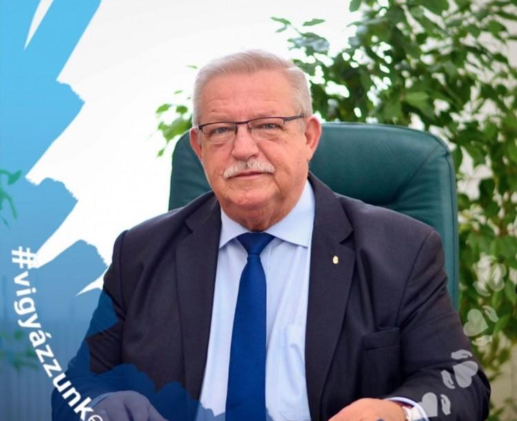 Magánvagyonából nyitott segélyalapot Putnok polgármestere