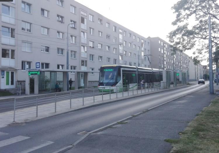 Fertőtlenítik a busz- és villamosmegállókat. Miskolcon