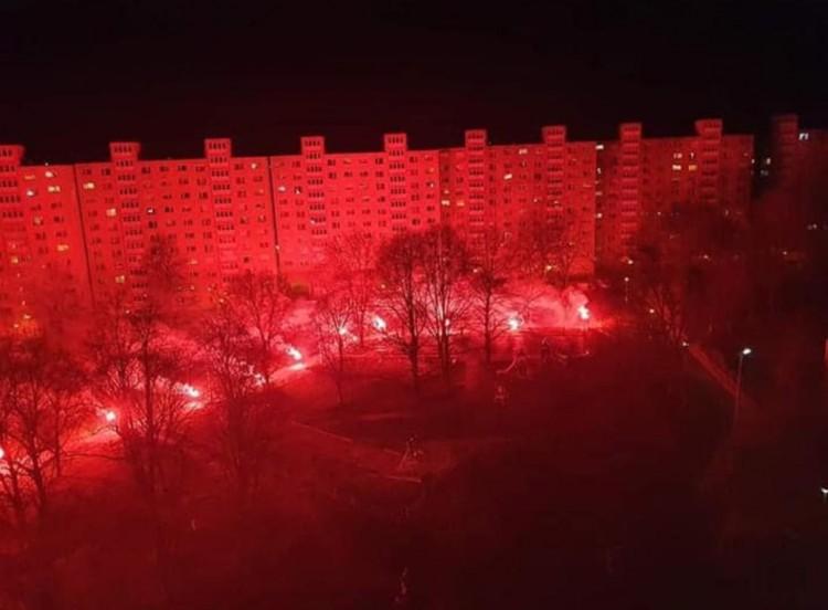 Tüzeket gyújtottak a DVTK-szurkolók az egészségügy dolgozóiért