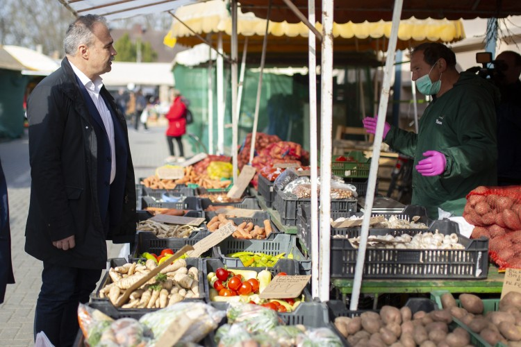 Agrárminiszter: mindenhol nyissák ki a piacokat!