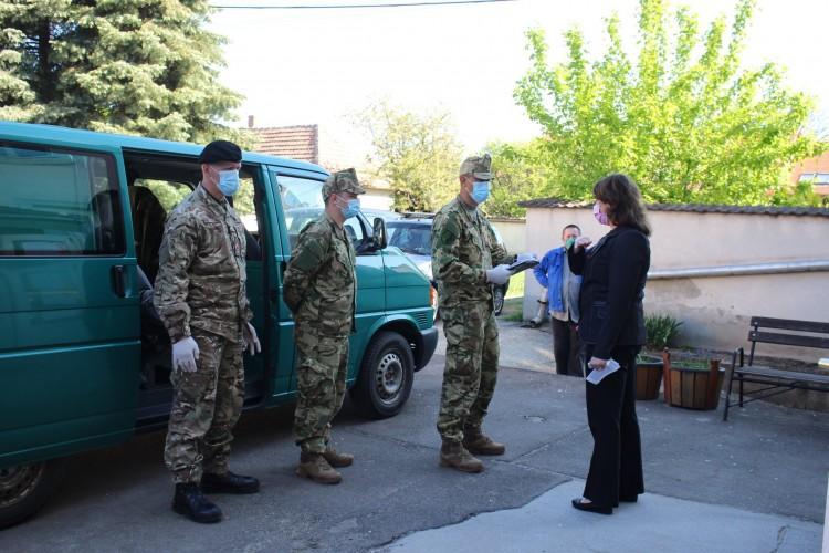 Katonák fertőtlenítettek Mezőkövesden