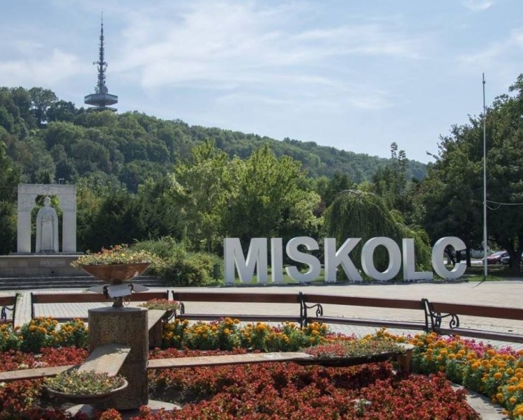 Újabb kedvezményt kaphatnak a miskolci üzletbérlők