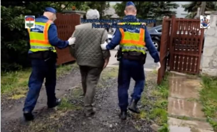 A rendőrség közölte, megszüntették a kormányt kritizáló férfi elleni eljárást