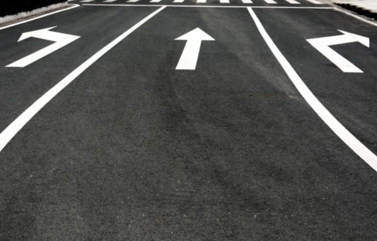Útburkolati jeleket festenek Miskolc útjain