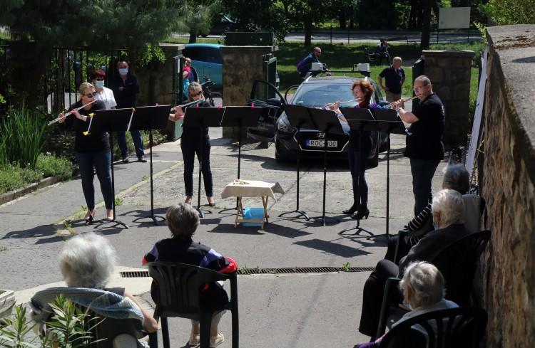 A ház előtt adtak koncertet Miskolcon