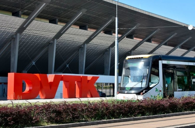 Meccsjeggyel ingyenes a busz és a villamos Miskolcon