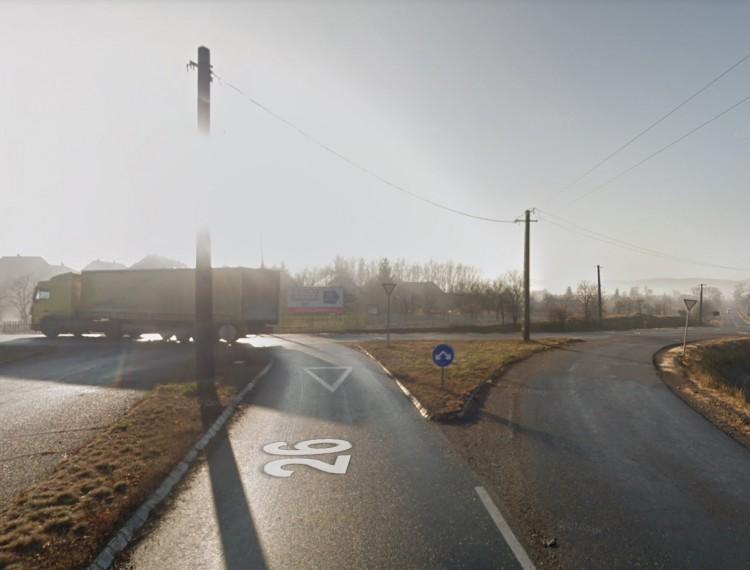 Oszlopnak csapódott egy autó Bánrévén