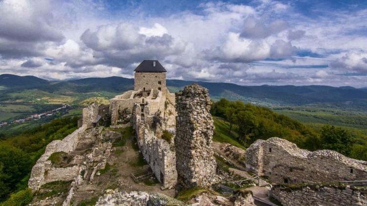 Folytatódik a regéci vár régészeti feltárása