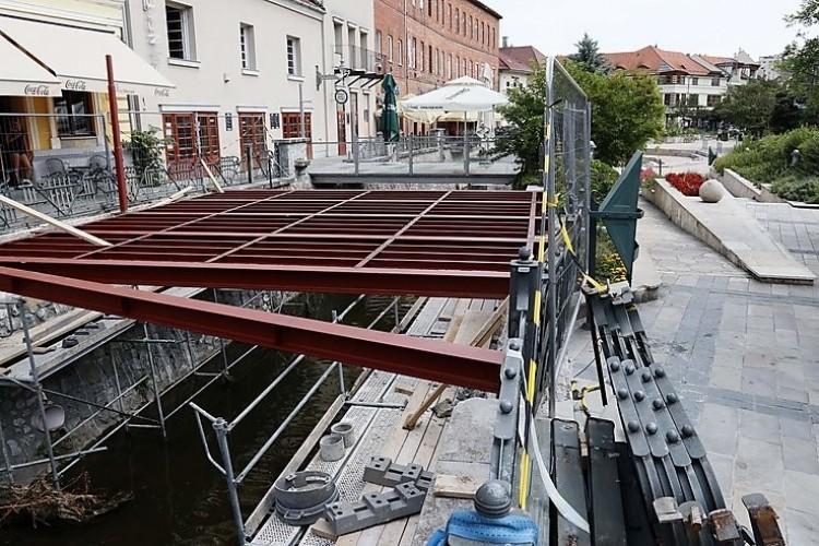 Leállíttatja a miskolci önkormányzat a belvárosi építkezést